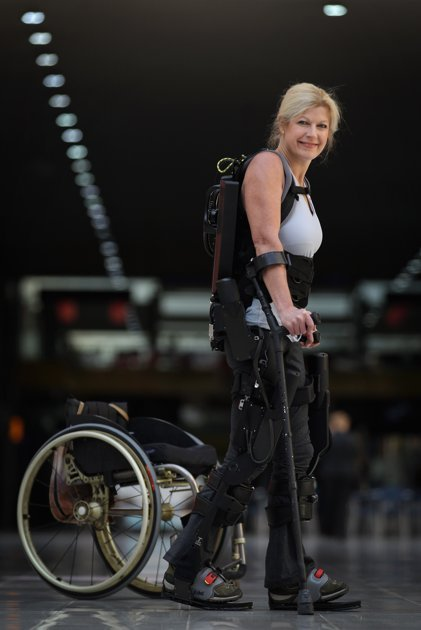 Launch-bionic-exoskeleton-ekso-20111021-043148-150